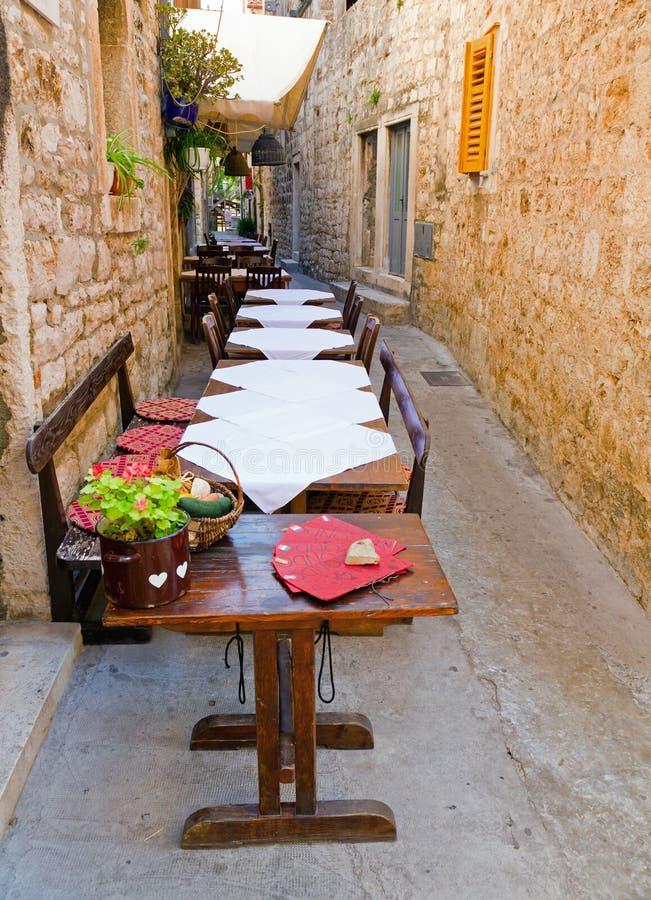 Free Outdoor Restaurant Stock Photo - 16541590