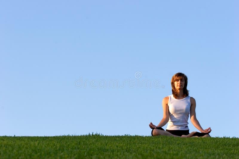 outdoors йога стоковое фото rf