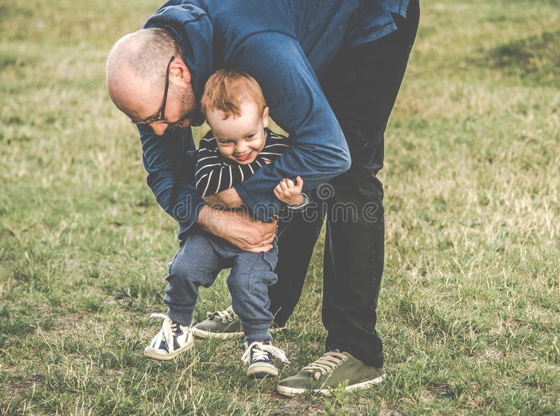 Outdoors отца и ребенка стоковое изображение