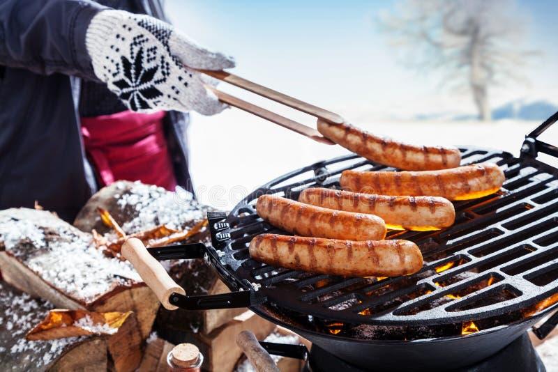 Outdoors партия барбекю зимы стоковое изображение