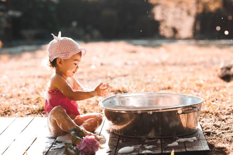 Outdoors ребенка стоковое изображение rf