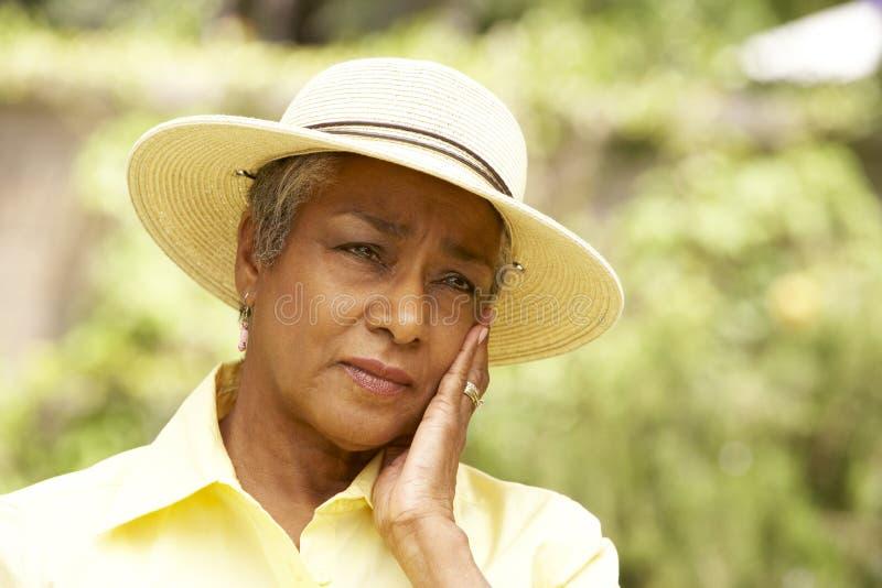 outdoors старшая женщина стоковое изображение