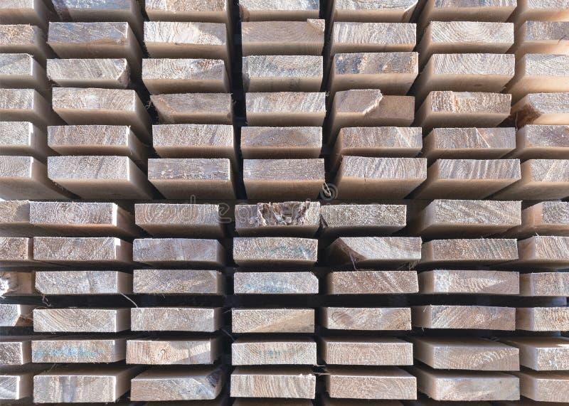 Деревянный тимберс в лесопилке стоковые фото