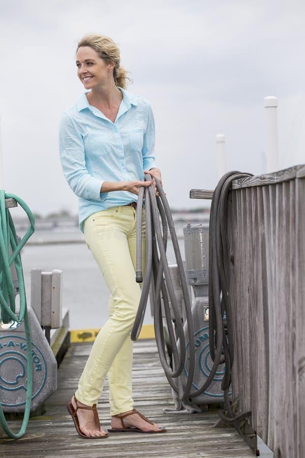 Download Outdoors modèle blond image stock. Image du moyen, mère - 56489075