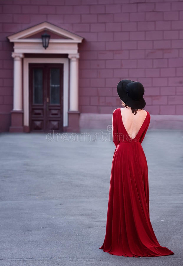 Outdoors portrait of an elegant woman royalty free stock photography