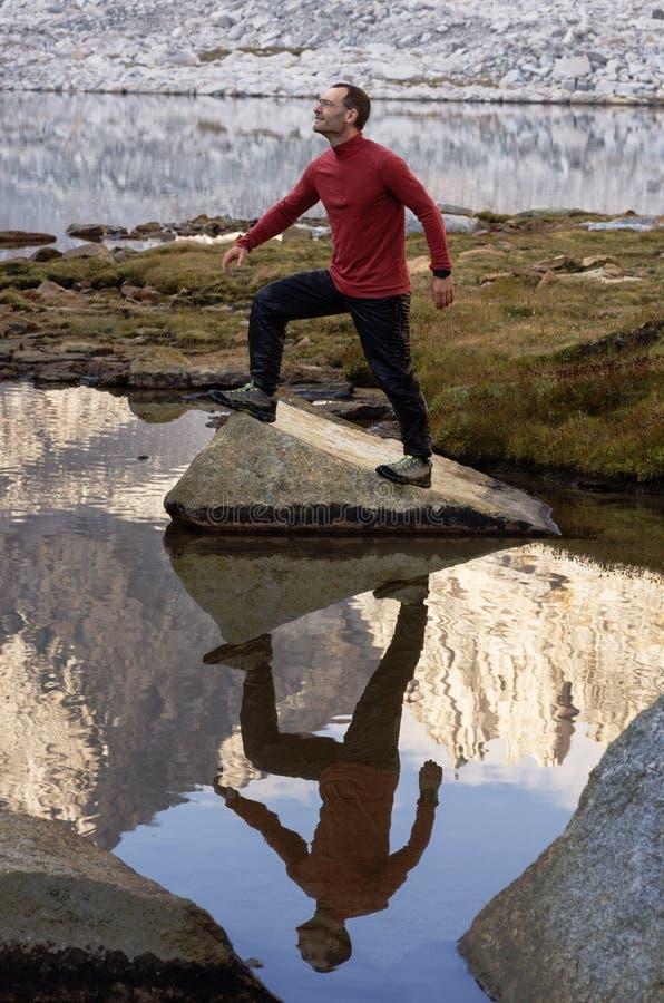 Outdoorsman με την αντανάκλαση στοκ φωτογραφίες