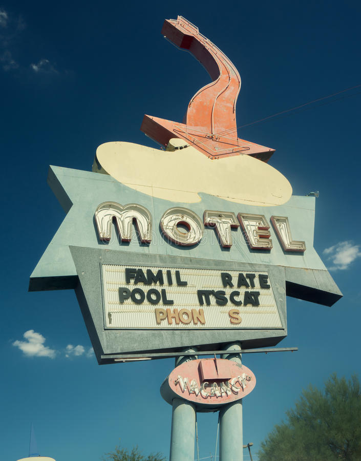 Oute 66样式南西部美国路汽车旅馆路标 免版税库存图片