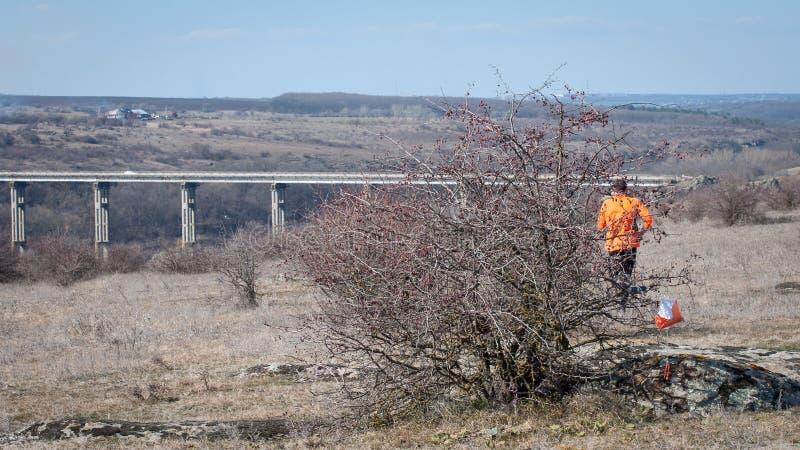 outed的 检验站棱镜和电子composter 与一座桥梁的美丽如画的风景在花岗岩峡谷 免版税库存图片