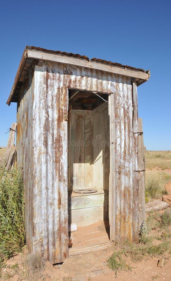 outhouse деревянный стоковая фотография rf