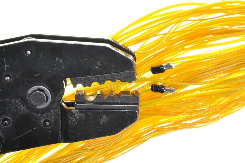 Outil à sertir et câbles images stock