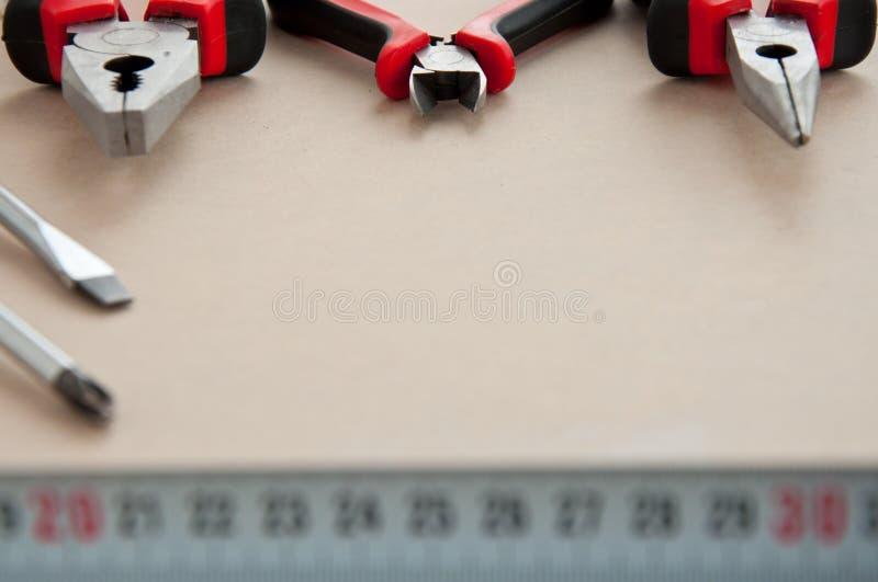 Outils à main sur le fond en bois photos libres de droits