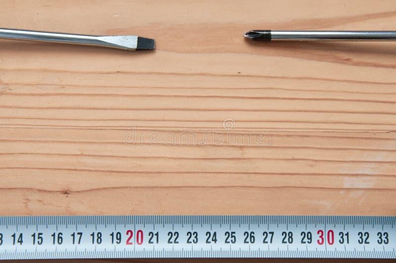 Outils à main sur le fond en bois image stock