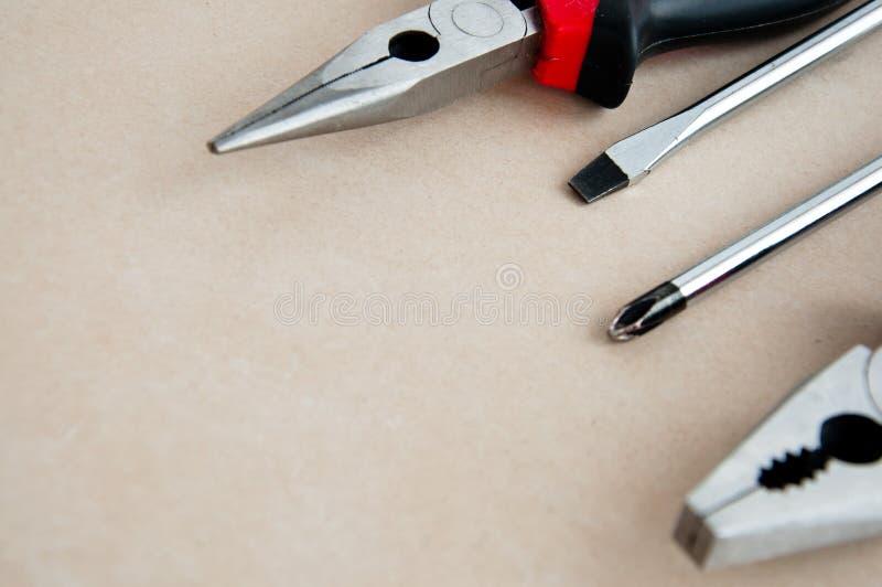 Outils à main sur le fond en bois photographie stock libre de droits