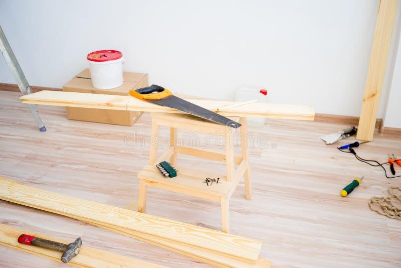 Outils de charpentier sur le plancher photos libres de droits