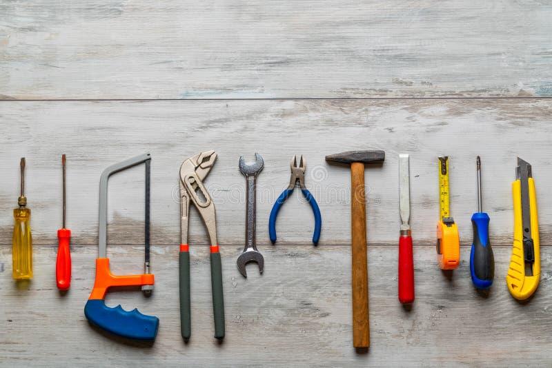 Outils de construction sur en bois rustique photo stock