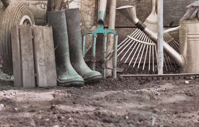 Outils de jardinage rustiques photo stock