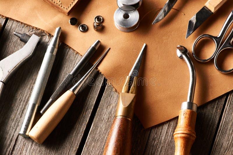 Outils de ouvrage en cuir photo libre de droits