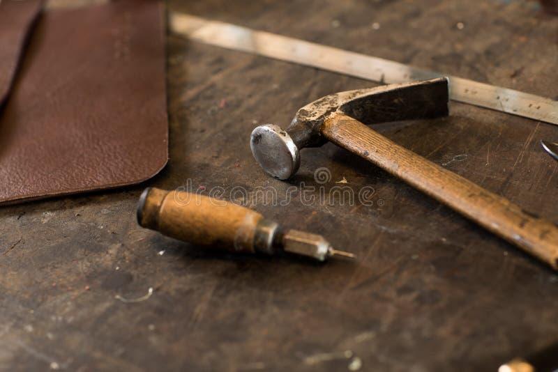 Outils de ouvrage en cuir image stock