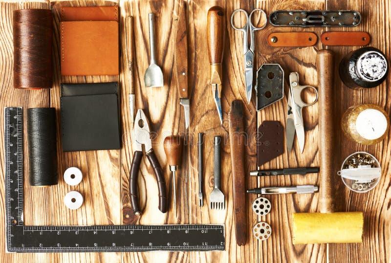 Outils de ouvrage en cuir photos stock