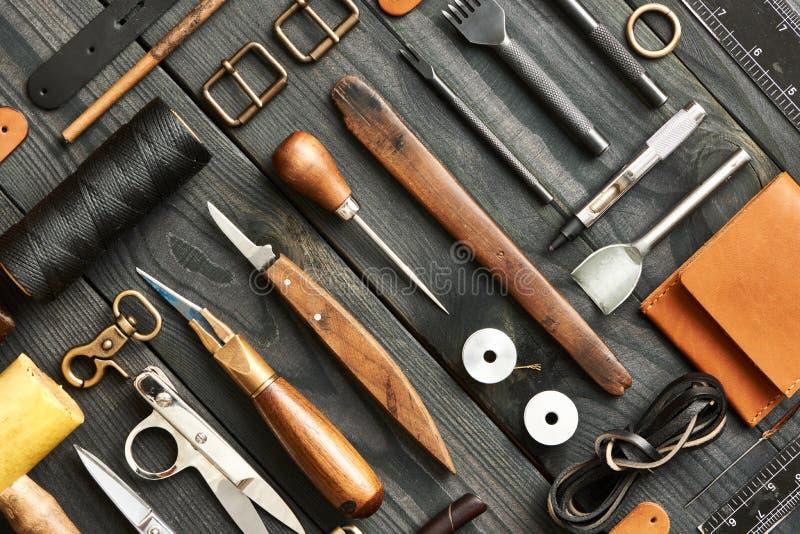 Outils de ouvrage en cuir photographie stock