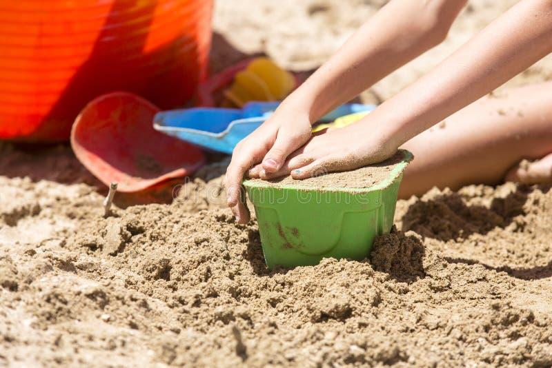 Outils de pâté de sable et de jouet photos stock