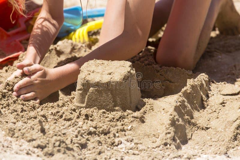 Outils de pâté de sable et de jouet image stock