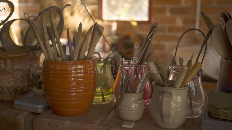 Outils de poterie photos stock