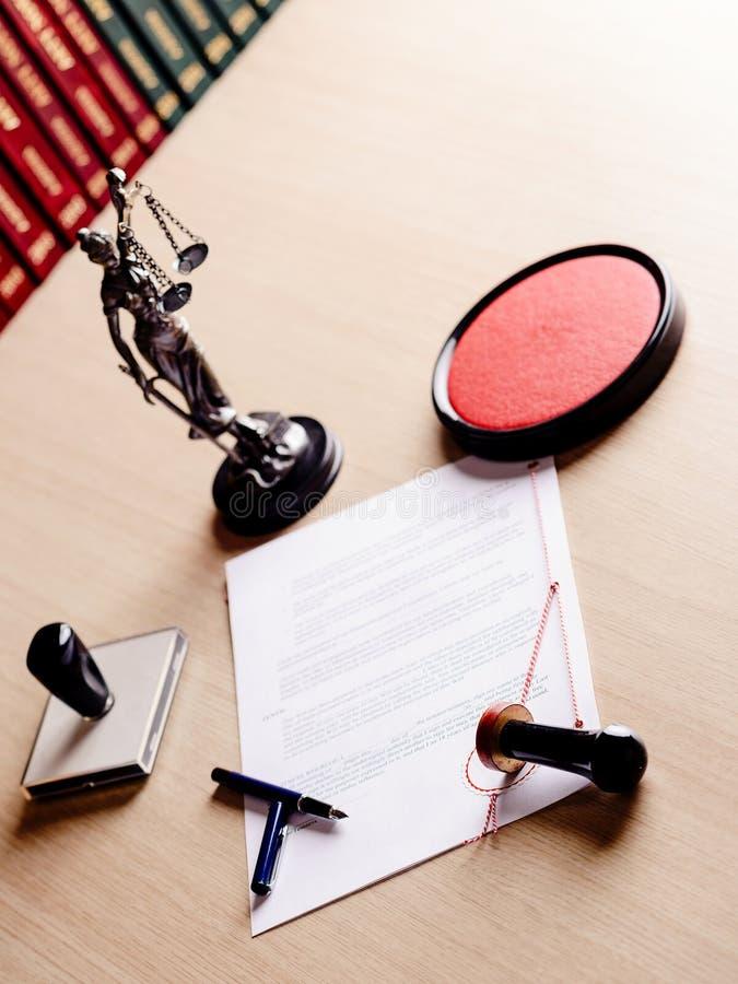 Outils de travail de notaire, le sien timbre, stylo, photographie stock libre de droits