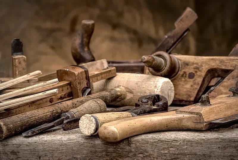 Outils de travail du bois de vintage, image stylisée de hdr photo libre de droits