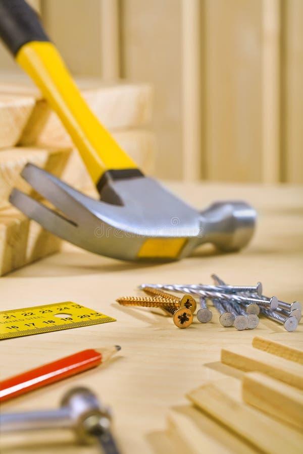 Outils de travail sur la table photo libre de droits