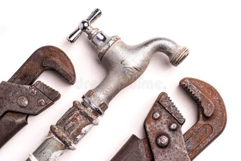 Outils de travail, tuyauterie, tuyaux et robinets images stock