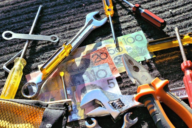 Outils de travailleurs et dollars australiens photo stock