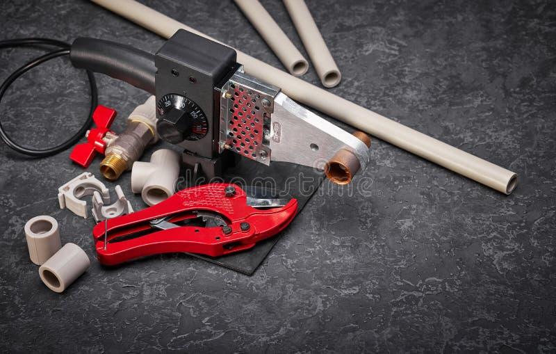 Outils et accessoires pour mettre d'aplomb des travaux photographie stock