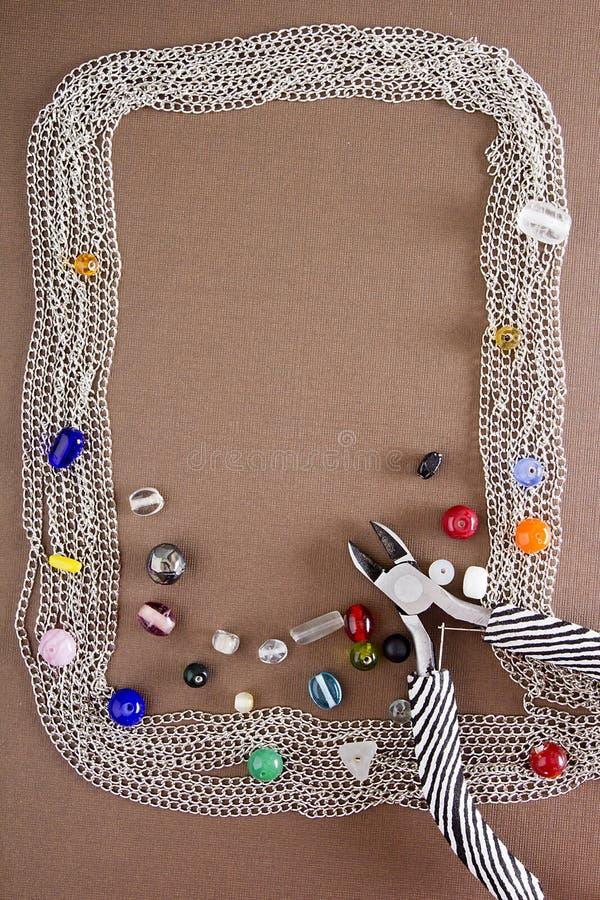 Outils et articles pour des bijoux photos stock