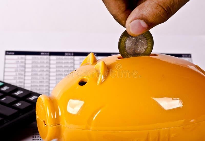 Outils financiers d'opérations bancaires, calculatrice, tirelire et Spéc. photographie stock