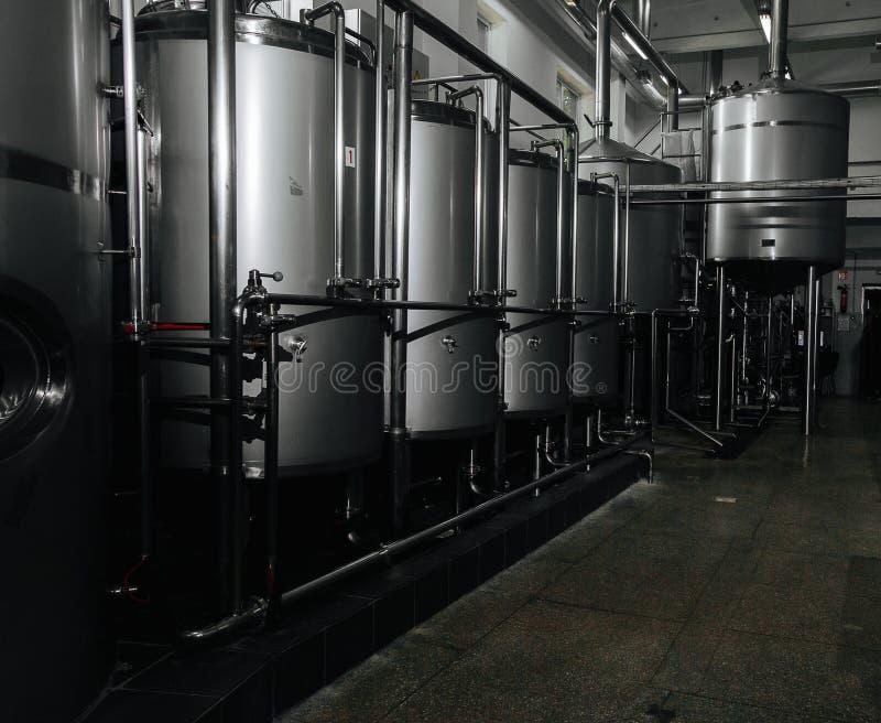 Outils modernes de machines de brasserie et d'équipement pour le produit d'alcool images stock