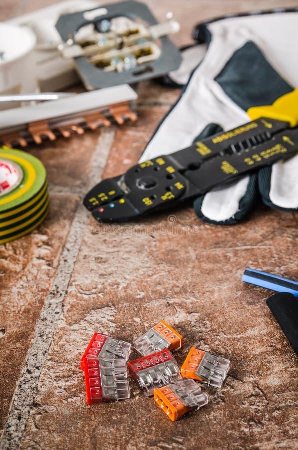 Outils pour l'installation électrique, plan rapproché photo stock