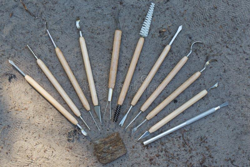 Outils pour le nettoyage qualitatif des découvertes dans l'archéologie image stock
