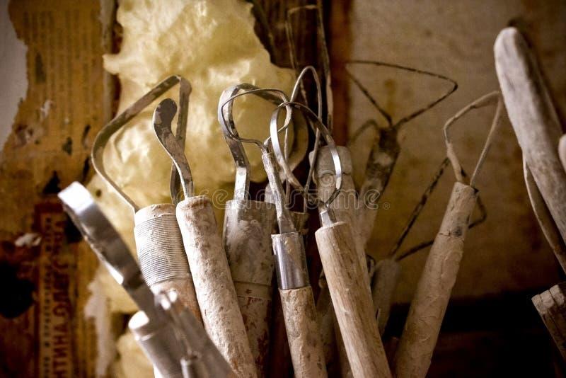 Outils pour sculpter l'argile image stock