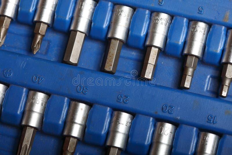 Outils réglés de boîte à outils de plan rapproché dans la boîte bleue photos stock