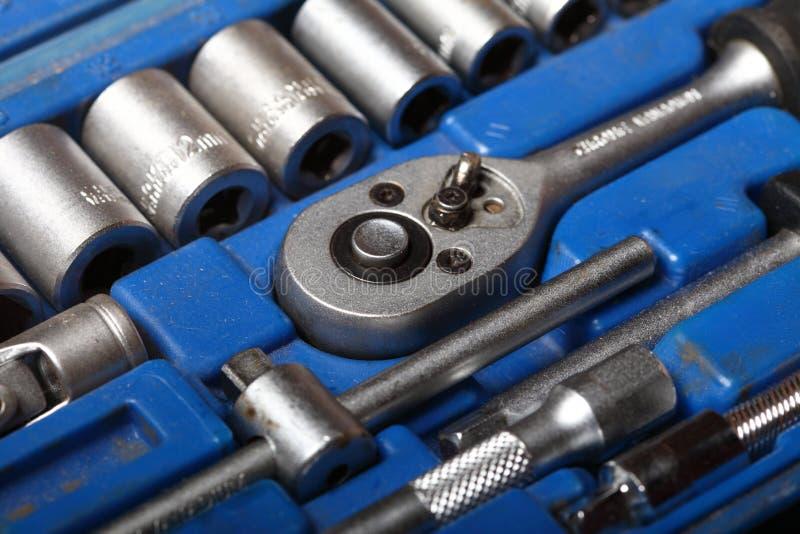 Outils réglés de boîte à outils de plan rapproché dans la boîte bleue photos libres de droits