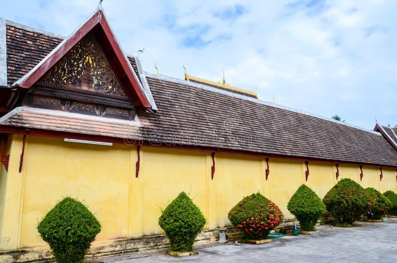Outiside Saket świątynia jest antycznym Buddyjskim świątynią w Vientiane zdjęcia stock