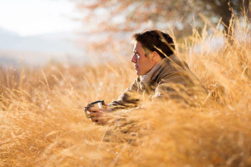 outono alto da grama do homem imagem de stock royalty free