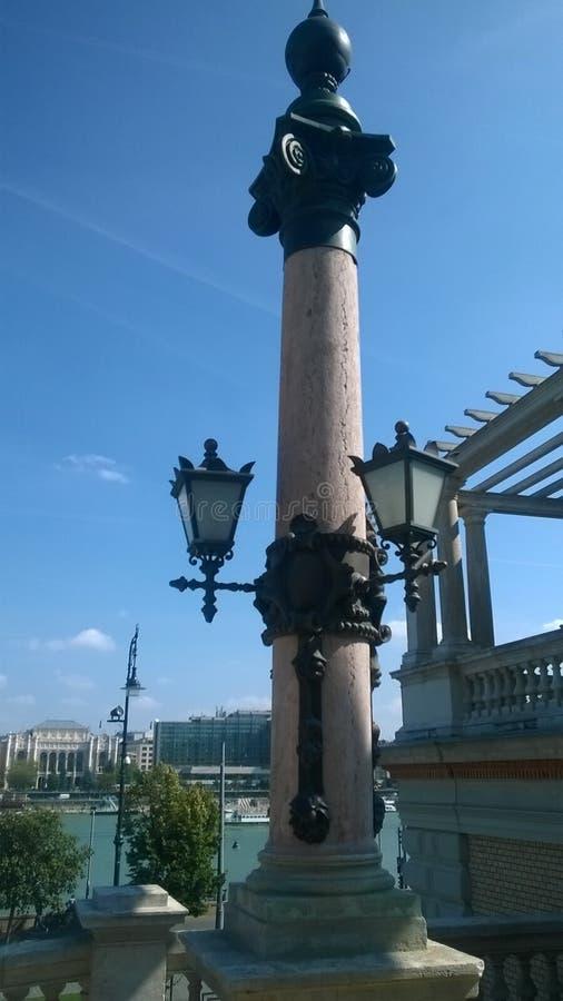 outono de passeio do céu do kandelaber da cidade da lâmpada de setembro do jardim do ¡ r do bazà do rkert do ¡ do và de Budapest fotografia de stock