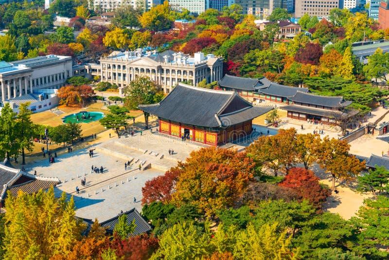 Outono do Palácio de Deoksugung em Seul, Coreia do Sul foto de stock