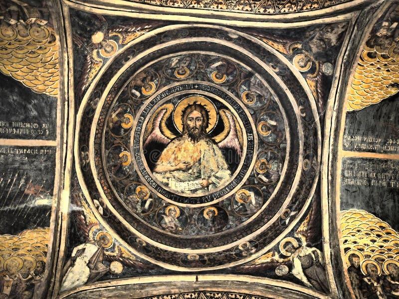 Outono em StGeorge/Sf Igreja Gheorghe, Bucareste, frescos na cúpula do templo dos santos imagens de stock