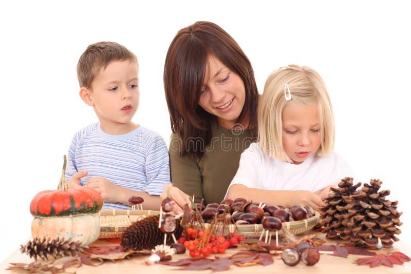 Outono - fazendo a decoração fotografia de stock