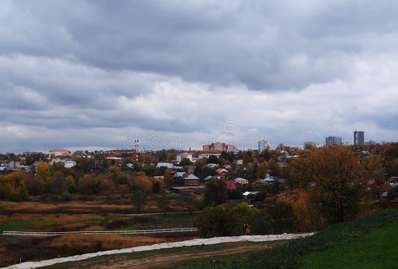 Outono na cidade Natureza e caminhada bonitas Detalhes e close-up foto de stock