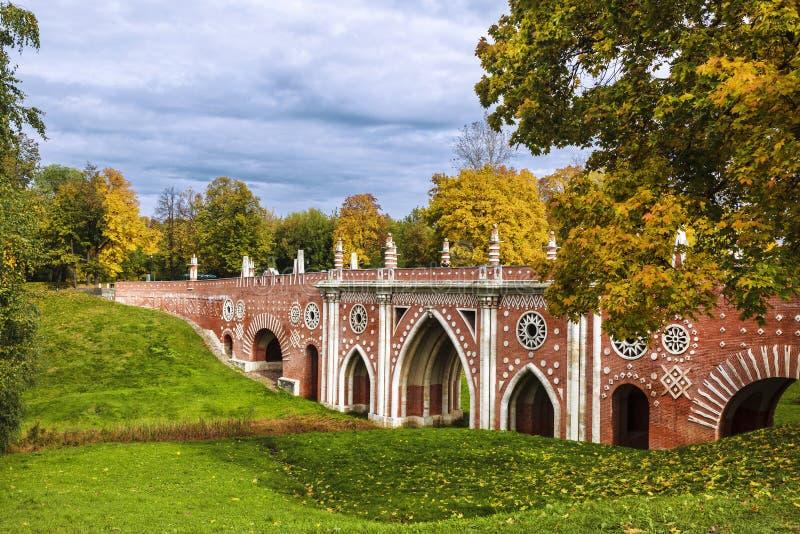 outono na Museu-reserva & no x22; Tsaritsyno& x22; , Grande ponte figurada moscow imagem de stock