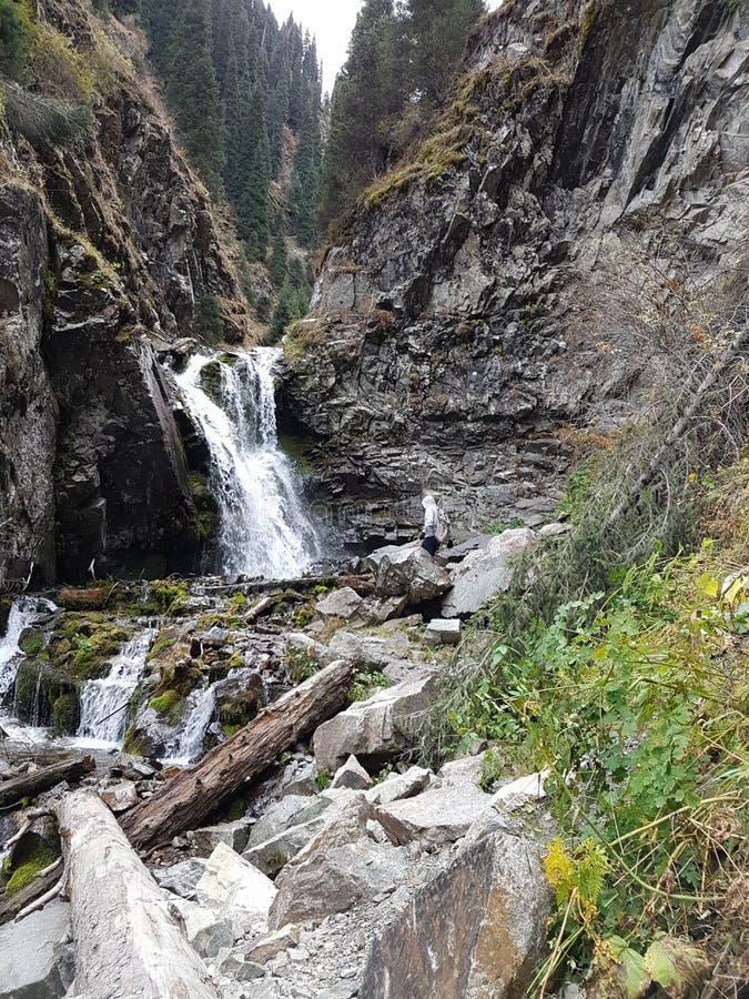 outono no desfiladeiro da montanha foto de stock royalty free